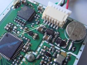conexão serial entre conector e chip principal